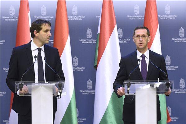 Varga Mihály és Barcza György sajtótájékoztatója