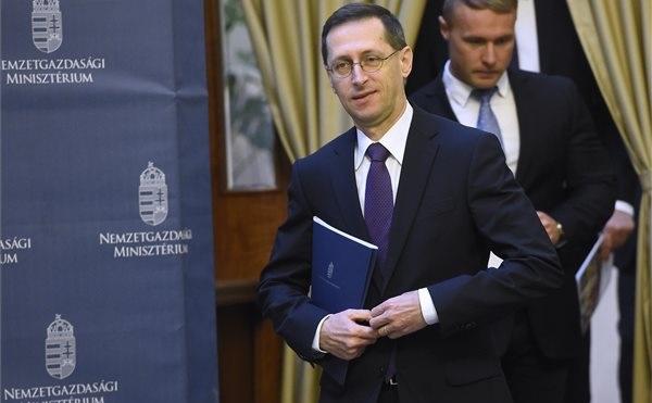Varga: Magyarország hetedik éve csökkenti államadósságát
