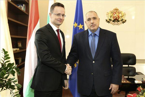 Szijjártó: kiépült a macedón-bolgár védvonal