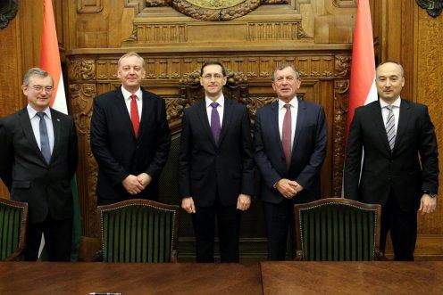 Együttműködés jön létre a Nemzetgazdasági Minisztérium és a fékrendszereket gyártó Knorr-Bremse csoport magyarországi vállalatai között