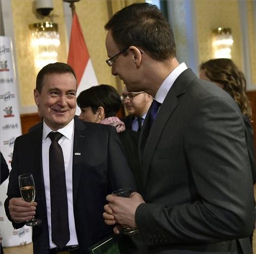 Mélykuti Gábor, az Alföldi Tej Kft. ügyvezető igazgatója és Szijjártó Péter külgazdasági és külügyminiszter