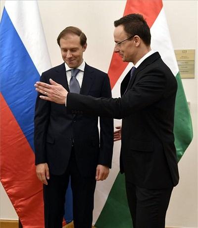 Szijjártó Péter külgazdasági és külügyminiszter és Gyenyisz Manturov orosz ipari és kereskedelmi miniszter