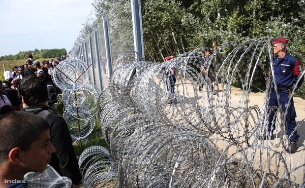 Bakondi: a kormány elszánt migrációs politikája mellett