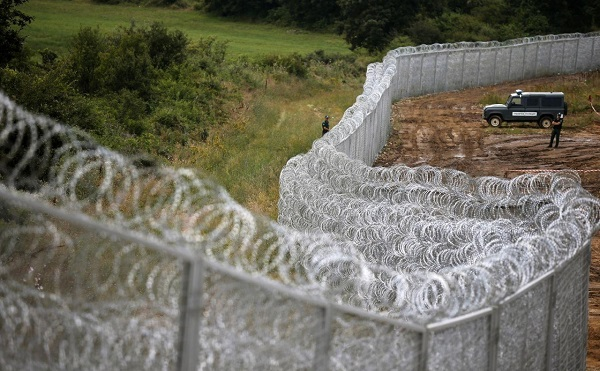 """Az osztrák belügyminiszter szerint """"órák alatt be lehet indítani a határigazgatást"""", illetve szoros kapcsolatban vannak az olasz partnerekkel, hogy minden eshetőségre reagálhassanak"""