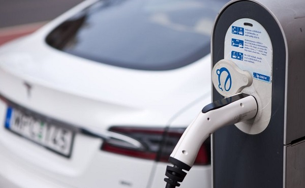 Meghosszabítják a tavalyi elektromos gépkocsik elterjesztését segítő pályázat idejét, és további hárommilliárd forinttal megemelik a keretösszeget