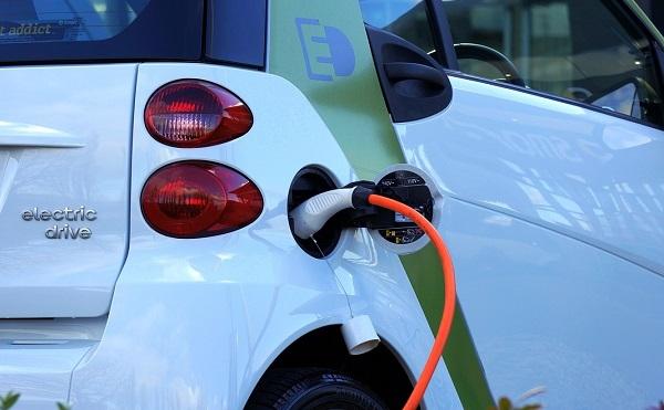Elektromos autók vásárlására lehet pályázni - további hárommilliárd a keret