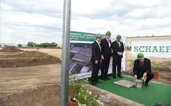 Lerakták az FAG Magyarország Ipari Kft. új gyárcsarnokának alapkövét Debrecenben, 25 millárdból 25 ezer négyzetméteres gyár épül