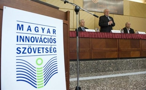 A Magyar Innovációs Szövetség 12 évvel ezelőtt alapította a díjat, amely az innováció témájával foglakozó, jelentős újságírói, tudósítói munkáért jár