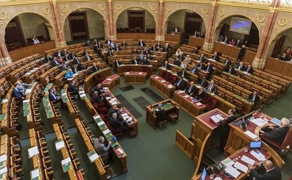 Az Országgyűlés a 2018-as költségvetésről szóló törvényjavaslat tárgyalja