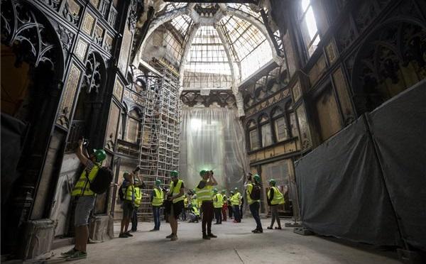 A Párisi Udvarban ötcsillagos szállodát alakítanak ki mintegy 12,5 milliárd forintból, a Párisi Udvar Hotelt jövő május végén adják át
