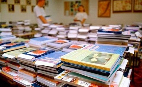 Az általános iskola 1-8. osztályos tanulói ingyen kapják a tankönyvet, szeptembertől pedig a középiskola első évfolyama is