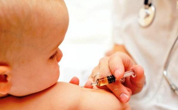 Akár öt év szabadságvesztéssel is járhat a kötelező védőoltás megtagadása vagy elmulasztása
