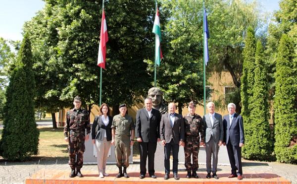Az osztrák védelmi miniszter határlátogatást tett