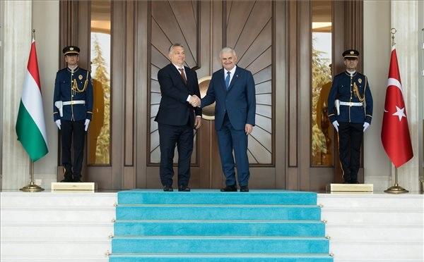 Orbán: érdekünk a stabil Törökország