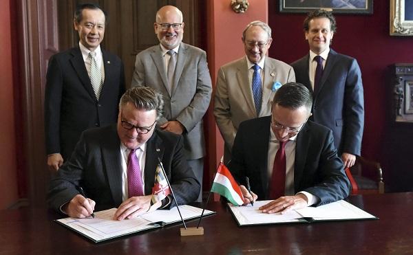 Aláírták az első megállapodás a felsőoktatási törvény keretében