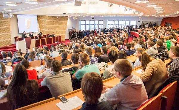 A kormány támogatja az egyetemeket