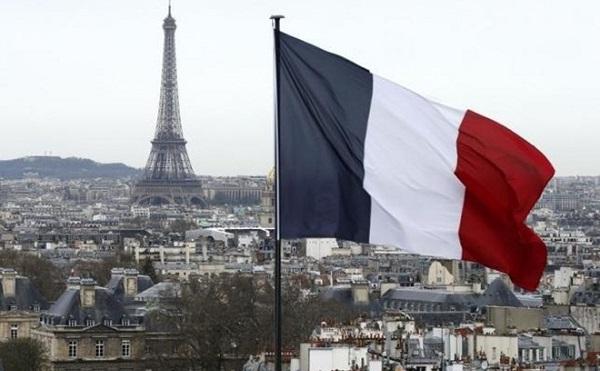 Az új francia kormány nagy bizalmat kapott
