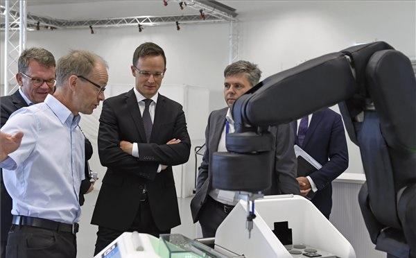 Szijjártó Péter külgazdasági és külügyminiszter látogatást tett a Bosch stuttgarti központjában