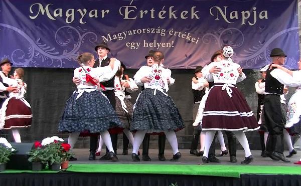 Határon átnyúló összefogás a magyar értékekért