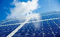 Két napelemes erőművet támogat a kormány