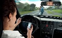 Nem csak telefonálni nem szabad vezetés közben