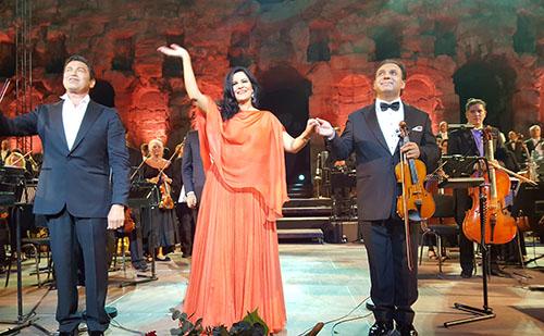 Multikulturális gálaműsor Athénban
