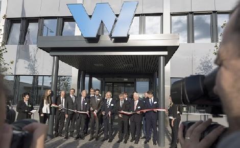 Új gyártó és logisztikai központot adtak át Gönyűn