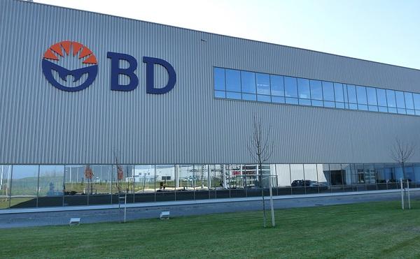 Tatabányán átadta új gyárát a Becton Dickinson