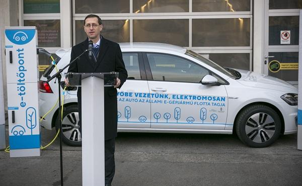 Elektromos autókkal bővült több állami intézmény gépjárműflottája