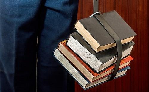 A Szent Korona útját meséli el egy könyv