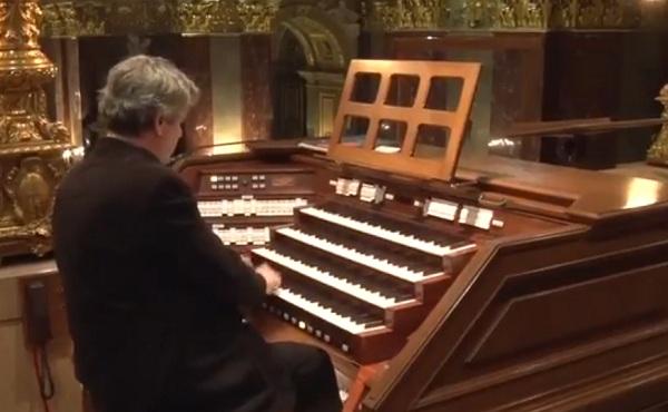 Virágh András orgonaművész varázslattal tölti meg a bazilikát
