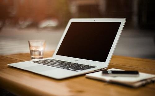 Laptopot és lámpát loptak