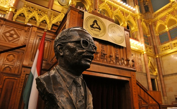 A magyar alkotóerő elismerése szívügy