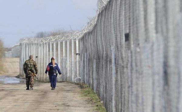 Kerítés nélkül több tízezer migráns érkezne Magyarországra