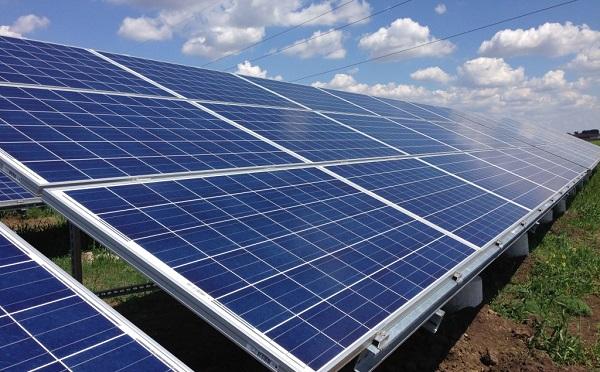 Lerakták az ország egyik legnagyobb naperőművének alapkövét Pakson