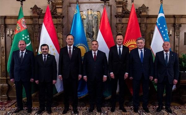 Közép-Ázsia külügyi vezetőivel tárgyalt Orbán Viktor
