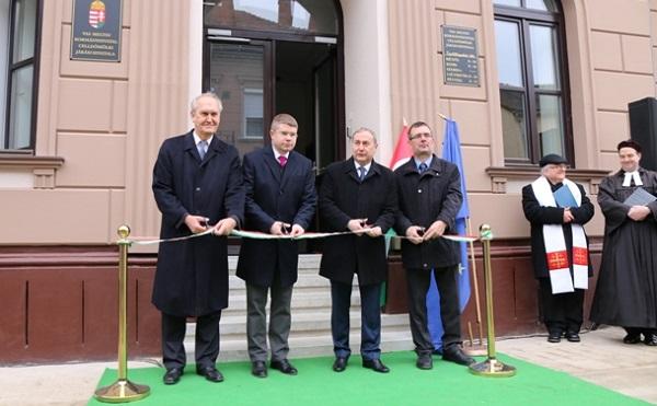 Átadták a Vas Megyei Kormányhivatal Celldömölki Járási Hivatalának felújított épületét