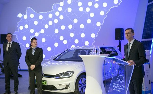 Megnyílt az Elektromobilitás Látogatóközpont