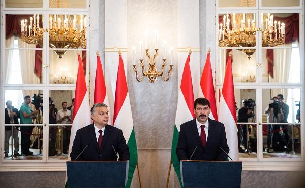 Áder János köztársasági elnök a Sándor-palotában felkérte az új kormány megalakítására Orbán Viktor kormányfőt