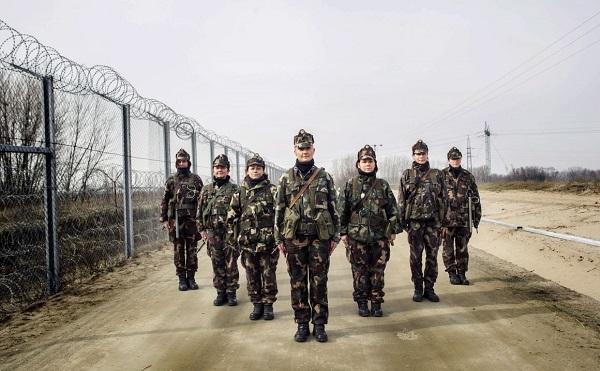 Kerülik a magyar határt a migránsok