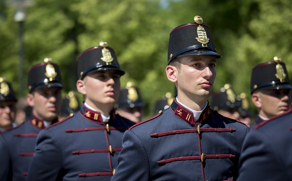 Magyarország biztonsága a fiatal honvédtiszteken és tisztjelölteken múlik