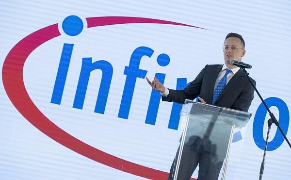 Átadták az Infineon új központi épületét Cegléden