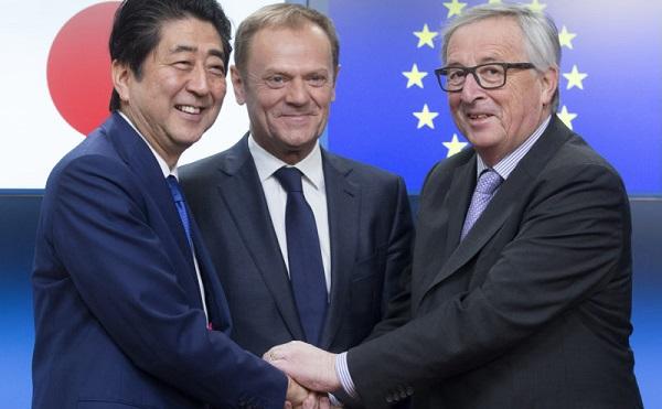 Aláírták az átfogó szabadkereskedelmi megállapodást az Európai Unió és Japán vezetői