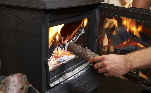Fával és szénnel fűtők is meg fogják kapni a téli rezsicsökkentést