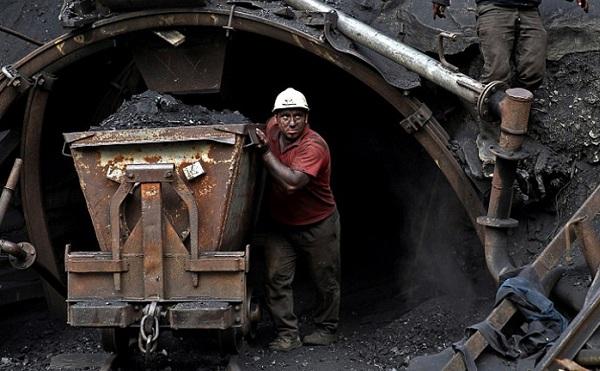 Nem maradhat le a fejlődésben a bányászat