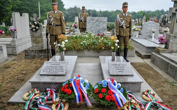 Magyar és szovjet katonák hadisírjai újultak meg