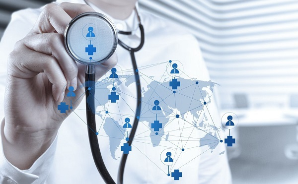 A kormány minden lehetséges módon támogatja a kórházakat és a rendelőket