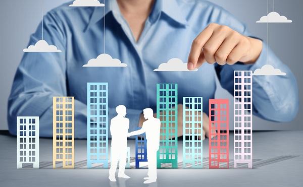 Fordulat a vállalati és a lakossági hitelezésben