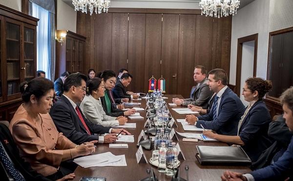 Elkötelezett az együttműködés Laosszal