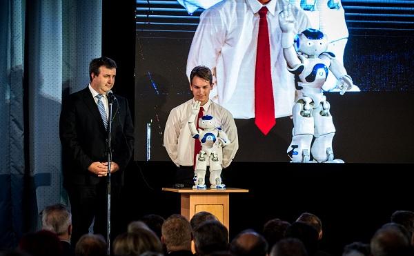 Robottal nyitotta meg az országos szakképzési tanévet Palkovics László